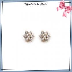 Boucles d'oreilles fleur blanche plaqué or
